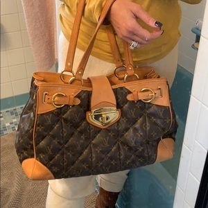 😍❤️Large Quilted Louis Vuitton ❤️